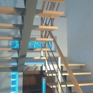 schody z metalowymi dodatkami 11