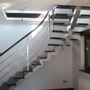 schody wewnętrzne 14