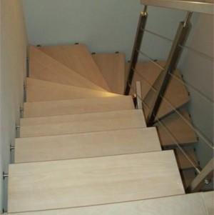 schody z jasnego drewna 5