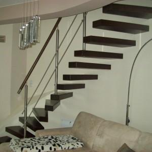 schody schowane w ścianie