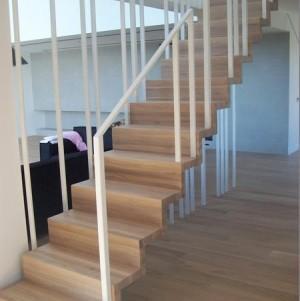 schody z jasnego drewna 4