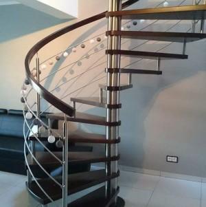 kręte schody z nowoczesną balustradą