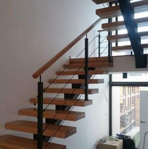 drewniane schody z metalowymi dodatkami 3