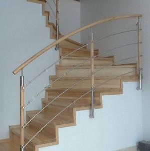 schody z jasnego drewna 3