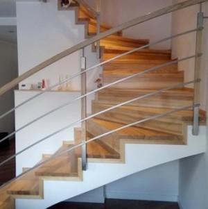 schody z jasnego drewna 2