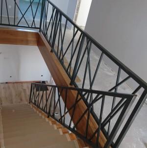 ciekawa, metalowa balustrada