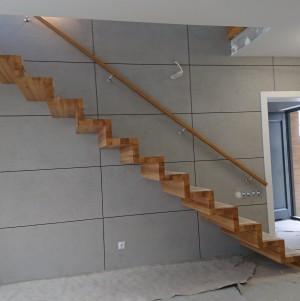proste drewniane schody